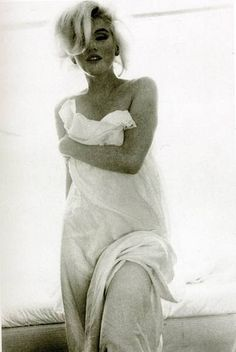 MARILYN MONROE, Extremely Sexy Photograph!