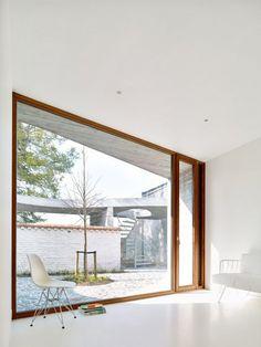 Architects: GRAUX & BAEYENS architects Location: Ename, 9700 Oudenaarde, Belgium Area: 466.0 sqm Year: 2015 Photographs: Denis De Smet Photography