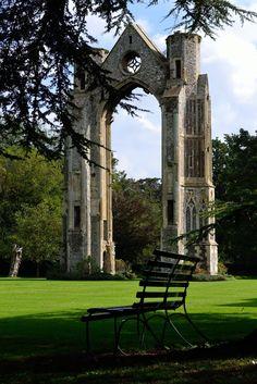 It's a beautiful world Walsingham Priory ruins in Norfolk / England (by Flip Millard). Norfolk Coast, Norfolk England, Norwich England, Vincent Van Gogh, Beautiful World, Beautiful Places, British Architecture, Norwich Norfolk, Beautiful Buildings