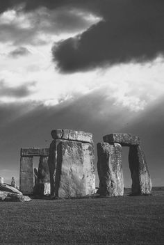 LOVE this enigmatic Stonehenge photo... such a magical atmosphere