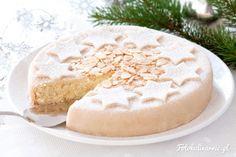 <p>Elegancki świąteczny torcik migdałowy o aromacie amaretto, udekorowany masą marcepanową.</p>
