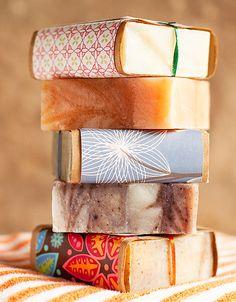mooie verpakking. Gewoon een blok zeep met een mooi, passend papiertje erom. mooi cadeau