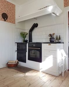 Old stove build in with new, but classic oven. Luxury Home Decor, Cheap Home Decor, Swedish Kitchen, Home Decor Quotes, French Home Decor, Beautiful Kitchens, Home Interior Design, Interior Livingroom, Home Decor Accessories