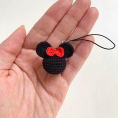 Mickey Mouse Key Chains, Minnie Mouse Keyring, Mickey head keychain, Cute Disney inspired accessory - Estás en el lugar correcto para healthy dinner recipes Aquí presentamos healthy snacks que está - Kawaii Crochet, Cute Crochet, Crochet Baby, Crochet Gifts, Crochet Dolls, Crochet Keychain Pattern, Crochet Accessories, Head Accessories, Crochet Flowers