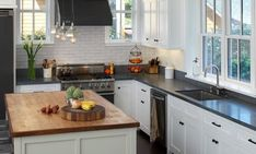 9 Friendly Tips: Kitchen Remodel Diy Laminate Countertops colonial kitchen remodel laundry rooms.White Kitchen Remodel Tips kitchen remodel plans interior design. Classic Kitchen, Rustic Kitchen, Kitchen Decor, Kitchen Ideas, Slate Kitchen, Wooden Kitchen, Kitchen Photos, Kitchen Designs, Kitchen Modern