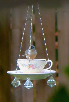 DIY bird feeders using upcycled tea cups. Directions for making cute & easy bird feeders for bird watching and nature lovers. Garden Crafts, Garden Projects, Diy Projects, Garden Ideas, Teacup Crafts, Diy Bird Feeder, Teacup Bird Feeders, Bird House Feeder, Glass Garden