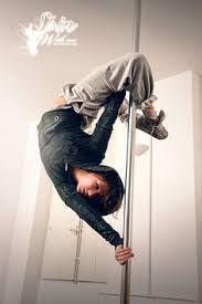 Street style and pole dance Aerial Gymnastics, Aerial Dance, Aerial Silks, Pole Fitness, Pole Dancing Fitness, Pole Tricks, Pole Dance Moves, Hip Hop, Pole Art