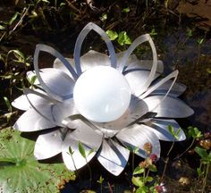 Lichtblüte Seerose, ein schimmerndes Meisterwerk der Metallkunst.  Leaflantern Seerose, A gleaming masterpiece of metal art. The Leaflantern Seerose can float on a garden pond or, using the fitting supplied, screwed onto a piece of natural stone, a wall or aligned in any position required. Every leaf is hand-ground www.leaflantern.com