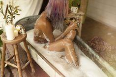 Dishfunctional Designs: The Bohemian Bathroom I have this same tub Bohemian Bathroom, Bohemian Decor, Boho Chic, Live A Little, Dip Dye, Boho Gypsy, Gypsy Style, Bohemian Style, My New Room