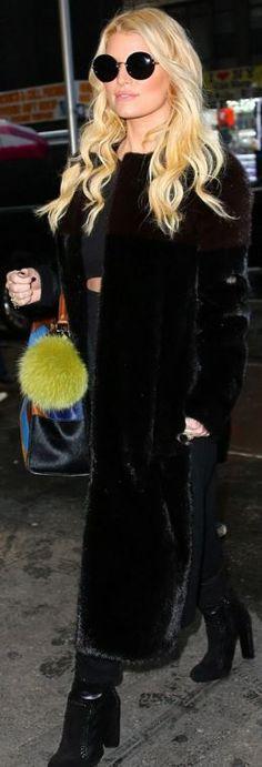 Who made  Jessica Simpson's black boots, round sunglasses, and blue print handbag?