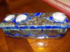 scatola con conchiglie (scavata da unico blocco di argilla)