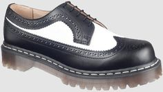 Dr. Martens Women's 3989 Iconic Oxford Style: DM398996019W