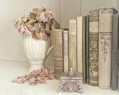 Victorian Books, Antique Books, Shabby Chic Wall Decor, Shabby Chic Homes, Shabby Chic Pink, Shabby Cottage, Aesthetic Room Decor, Book Aesthetic, Classy Aesthetic
