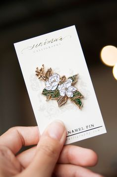 A white southern magnolia soft enamel pin for your daily botanical pick me up. Perfect addition to your flower enamel pin collection and to personalize your bags, jeans, jackets and pouches! Size Gold plating with butterfly clip Bag Pins, Jacket Pins, Enamel Jewelry, Jewellery, Cool Pins, Metal Pins, Pin And Patches, Pin Badges, Lapel Pins