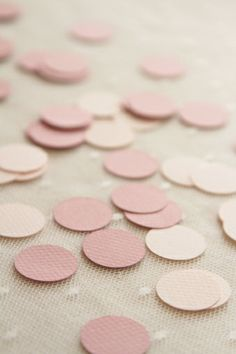 confettis mariage/ wedding confettis  http://atmospheremariages.fr/899-3096-thickbox/confettis-lovely-vieux-rose.jpg