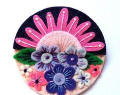 Etsy の TREESCAPE felt brooch pin with freeform by designedbyjane