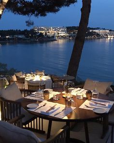 Is there anyone who doesn't love to dine by the sea? Management Company, Athens Greece, Team Building, Outdoor Furniture, Outdoor Decor, Corporate Events, Restaurants, Travel, Life