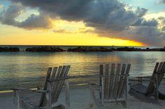 Voorbereiden op je vakantie naar Curaçao, 20 tips! 🇨🇼 ✈️ 🌞 🌴 Great Vacations, Nars, Breeze, Villa, Celestial, Sunset, Outdoor, Sunsets, Outdoors