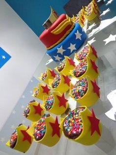 Festa Samuel e Sarah Wonder Woman Birthday, Wonder Woman Party, Girl Birthday, Birthday Parties, Anniversaire Wonder Woman, Girl Superhero Party, Candy Party, Birthday Decorations, First Birthdays