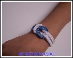 Bracelet tout simple en coton beige et rose.         Tuto: monter, en bleu, 12ml ( ch. ou correntinha ) fermer ( join into ring ou fechar ...