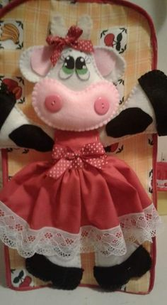 Kitchen Hot Pads, Cow Decor, Beaded Ornaments, Quilting, Craft Projects, Applique, Christmas Decorations, Shakira, Dolls