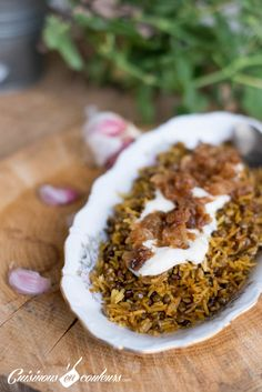 Mujadarra, Lebanese-style lentil rice - Cook in Colors faciles gourmet de cocina de postres faciles pasta saludables vegetarianas Lentil Recipes, Rice Recipes, Easy Healthy Recipes, Easy Dinner Recipes, Vegetarian Recipes, Cooking Recipes, Healthy Drinks, Lebanese Rice Recipe, Middle Eastern Recipes