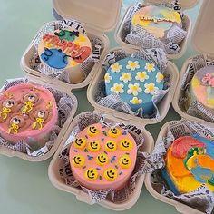 Pretty Birthday Cakes, Pretty Cakes, Cake Birthday, Simple Cake Designs, Korean Cake, Pastel Cakes, Frog Cakes, Cute Desserts, Just Cakes