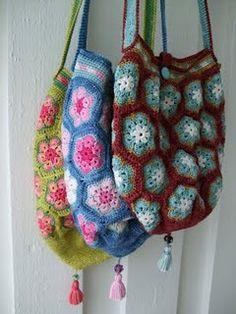 crochet bags, beach bags, granny squares, flower tutorial, bag tutorials, crochet purses, african flower, flower crochet, tote bags