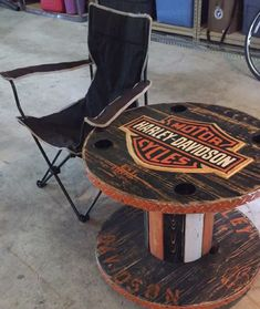 Regalos Harley Davidson, Harley Davidson V Rod, Harley Davidson Street Glide, Harley Davidson Motorcycles, Wooden Spool Tables, Wood Spool, Wooden Cable Spools, Table Palette, Spool Crafts