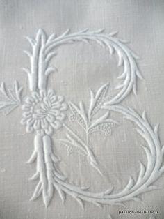 Articles vendus > Monogrammes, dentelles ... > LINGE ANCIEN/Merveilleux monogramme PB brodé main avec imposant relief sur lin pour couture - Linge ancien - Passion-de-Blanc - Textiles anciens