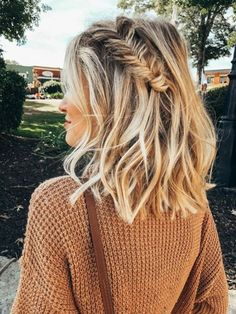 French braid hairstyles are very trendy and fashionable. They are easy to make and carry. In different hairstyles, it is best to choose a hairstyle suitable for hair texture and length. French braid hairstyles are also the eternal classic hairstyle, New Short Hairstyles, French Braid Hairstyles, Pretty Hairstyles, Easy Hairstyles, Girl Hairstyles, French Braids, Hairstyle Ideas, Hairstyles For Medium Length Hair, Hairstyles Pictures