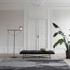 The jewel in the crown of the HANDVARK collection is this daybed with its black frame with brass details which is combined with a velvet-smooth aniline leather seat. Studio Lamp, Studio Table, Home Furniture, Furniture Design, Black Floor Lamp, Floor Lamps, Grey Glass, Danish Design, Globes
