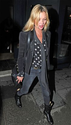 Stylish 44 Adorable Kate Moss Fashion And Style Ideas Estilo Kate Moss, Moss Fashion, Style Fashion, Kate Moss Style, Estilo Rock, All Black Outfit, Mode Inspiration, Fashion Inspiration, Mode Outfits
