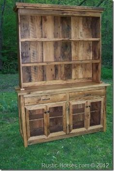 Beautiful barn wood hutch, you should make one of these out of grandmas barn, Mom. Maybe I will make a table. Pallet Furniture, Furniture Projects, Rustic Furniture, Barn Wood Projects, Reclaimed Wood Projects, Pallet Hutch, Kitchen Hutch, Wooden Kitchen, Pallet Designs