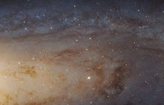 Lors des Rencontres de la Société Astronomique, les agences spatiales européenne et américaine ont dévoilé l'image de la galaxie d'Andromède située à 2,5 millions d'années-lumière de notre Voie Lactée... C'est le super télescope spatial Hubble qui a réalisé...
