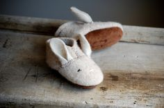 Wooly Baby Thumpers, Baby Shoes for Easter, size 6-18 months, Oatmeal. $40.00, via Etsy.