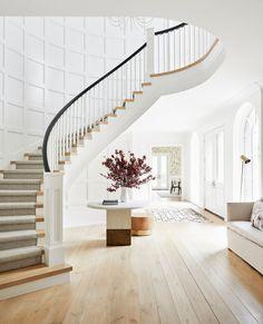 Staircase Design Modern, Modern Foyer, Curved Staircase, Grand Staircase, Stair Design, Staircase Railings, Staircase Ideas, Foyer Design, Modern Living