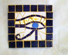 Ojo de Horus de mosaico indirecto realizado por Teresa Buffoni http://tallerescaleracaracol.com/artes-del-fuego/mosaico/mosaico-libre-para-principiantes/