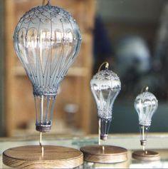 . Cut Glass, Glass Art, Air Balloon, Balloons, Decoracion Low Cost, Light Bulb Art, Balloon Crafts, Glass Bottle Crafts, Harry Potter Gifts