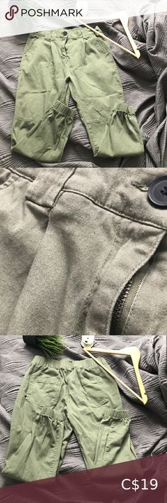 khaki pants These are in perfect condition and comfortable. Plus Fashion, Fashion Tips, Fashion Trends, Pants For Women, Khaki Pants, Best Deals, Closet, Outfits, Things To Sell