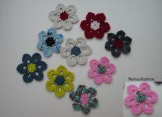 Häkelblumen  - Set   mehrfarbig von Shop Kunterbunt auf DaWanda.com