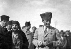 Atatürk ve Latife Hanım / 11 Foto Galeri Haberi için tıklayın! En ilginç ve güzel haber fotoğrafları Hürriyet'te!