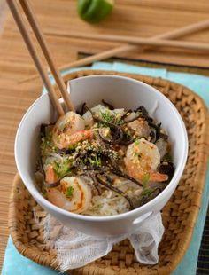 Salad of vermicelli and pork way Thai Simple Aesthetic, Aesthetic Food, Happy New Year 2016, Orange Crush, Vietnamese Recipes, Japchae, Pork, Chicken, Ethnic Recipes