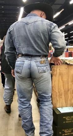 Mode Masculine, Men In Tight Pants, Hot Country Boys, Rugby Men, Big Men, Super Skinny Jeans, Blue Jeans, Sexy Men, Hot Guys