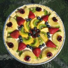 Fruit Pizza - beautiful and yummy summer dessert. I like better to use sugar cookie dough for the crust (in my old recipe).