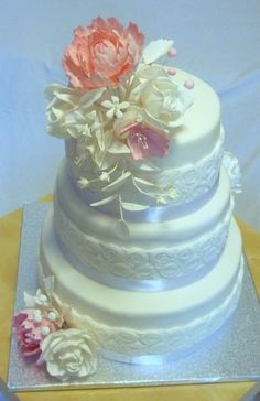 Wedding cake by Janka - http://cakesdecor.com/cakes/308106-wedding-cake