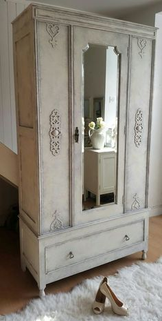 Beautiful Romantic Shabby Chic Wardrobe in Anne Sloan #shabbychicbedroomsromantic