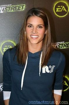missy peregrym | Love the color and the cut. She is so cute!