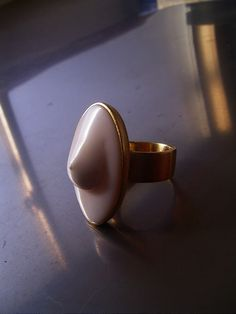 Bosom ring out of carved seashell I Shinji Nakaba