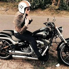 Harley Davidson news brings news from all over the world anything to do with Harley Davidson. Biker Chick, Biker Girl, Harley Davidson Motorcycles, Davidson Bike, Black Canary, Motorbikes, Girl Bike, Men's Outfits, Women